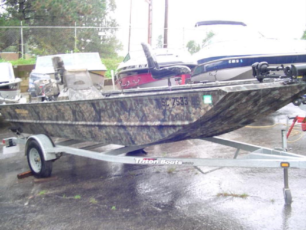 2004 17' Triton Boats 1756SC