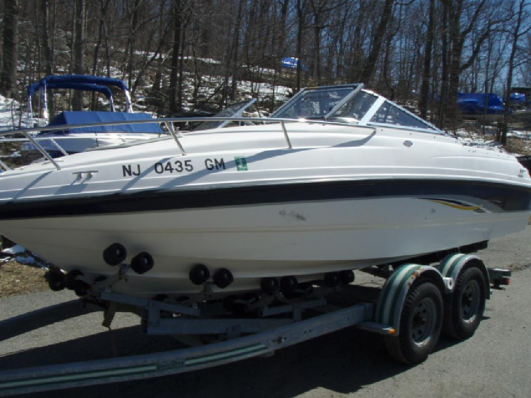 2000 20' Chaparral Boats 205 SSe in Lake Hopatcong, New Jersey