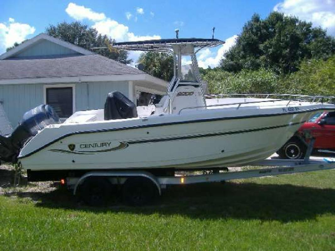 2004 22' Century Boats 2200 CC in Venice, Florida