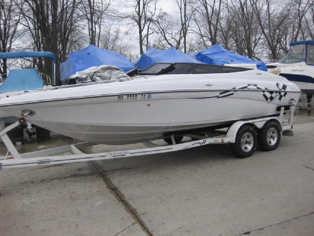 2003 22' Crownline Boats 225 LPX in Harrison Township, Michigan