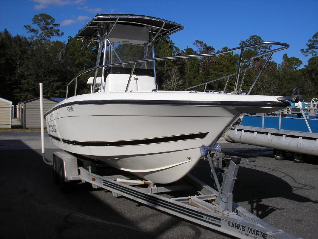 1999 25' Century Boats 2300 CC in Jacksonville, Florida