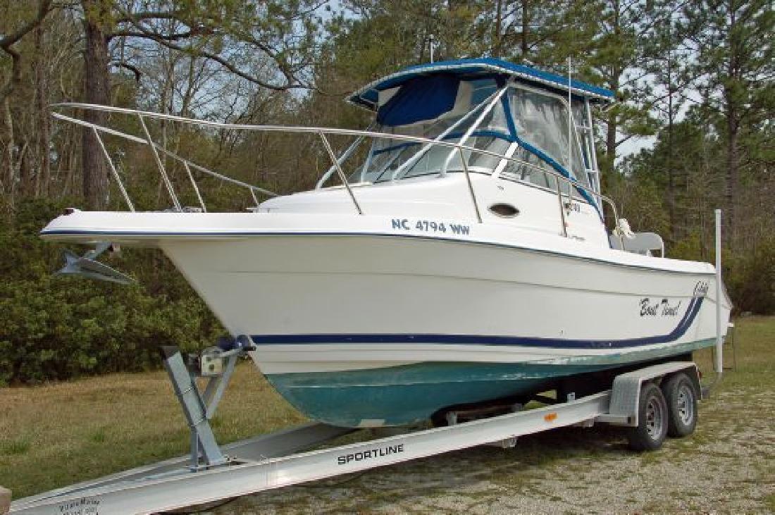 2000 24' Cobia Boats 240 Walkaround