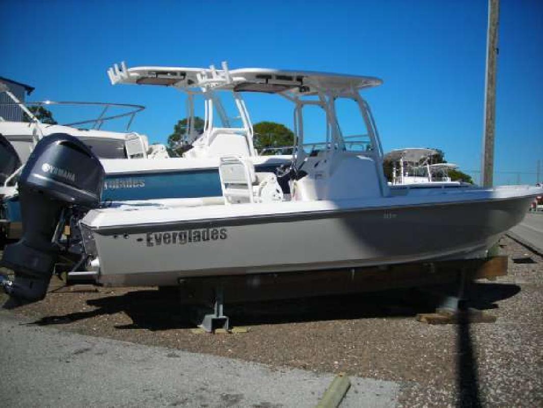 2011 24' Everglades Boats 243cc