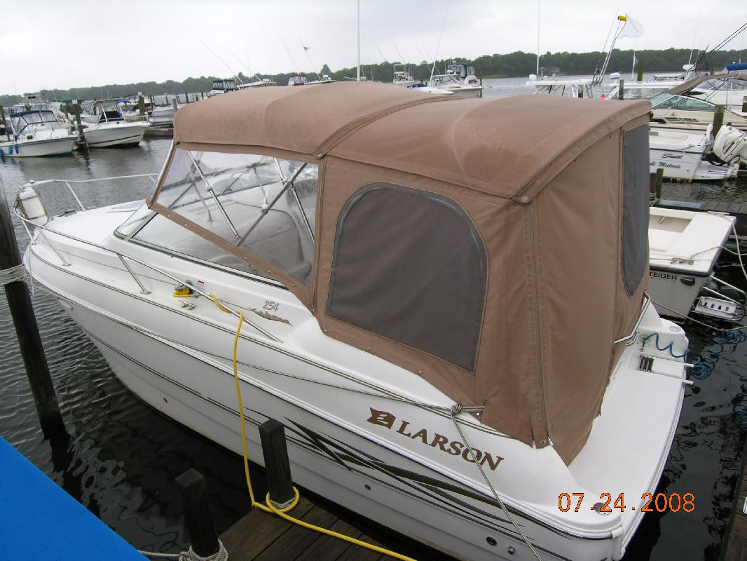 2000 26' Larson Boats 254 Cabrio in West Islip, New York