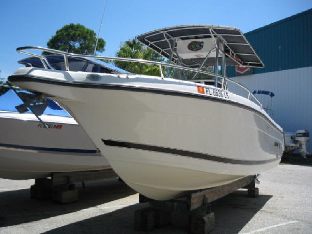 2001 26' Century Boats 2600 CC