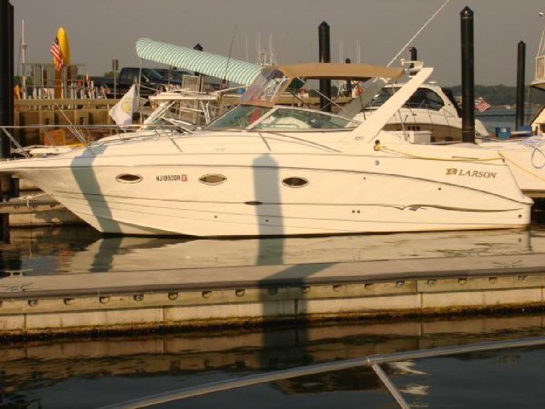2001 29' Larson Boats 290 Cabrio