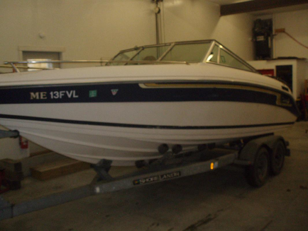 1988 23' Celebrity Boats Bow Rider