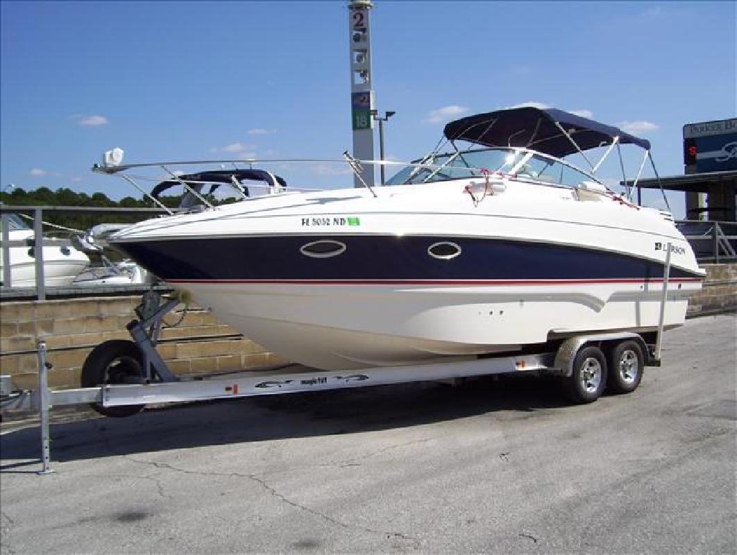 2006 28' Larson Boats Cabrio 274 in Orlando, Florida