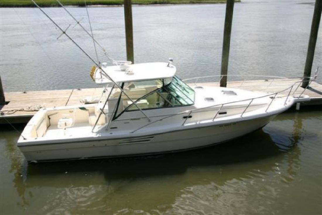 1999 30' Pursuit Boats Express