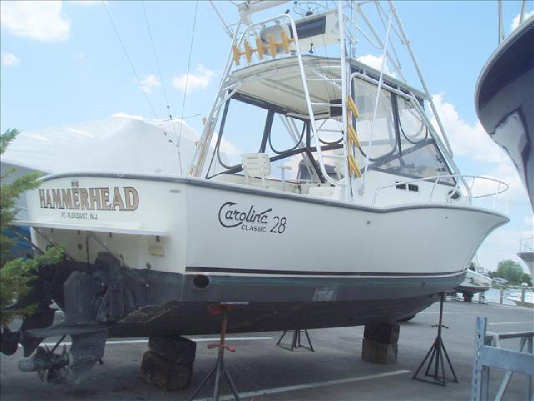 1997 28' Carolina Classic Boats, Inc. 28 Fisherman