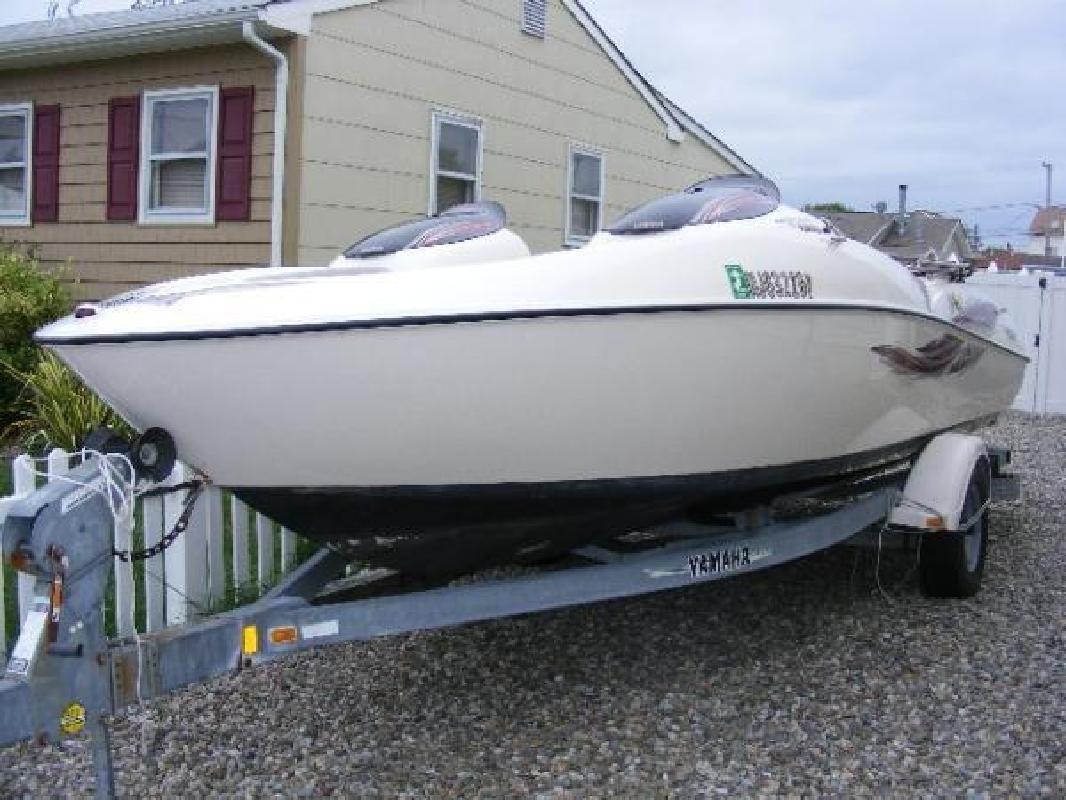 2001 20' Yamaha Sport boats Jet Boat LS2000