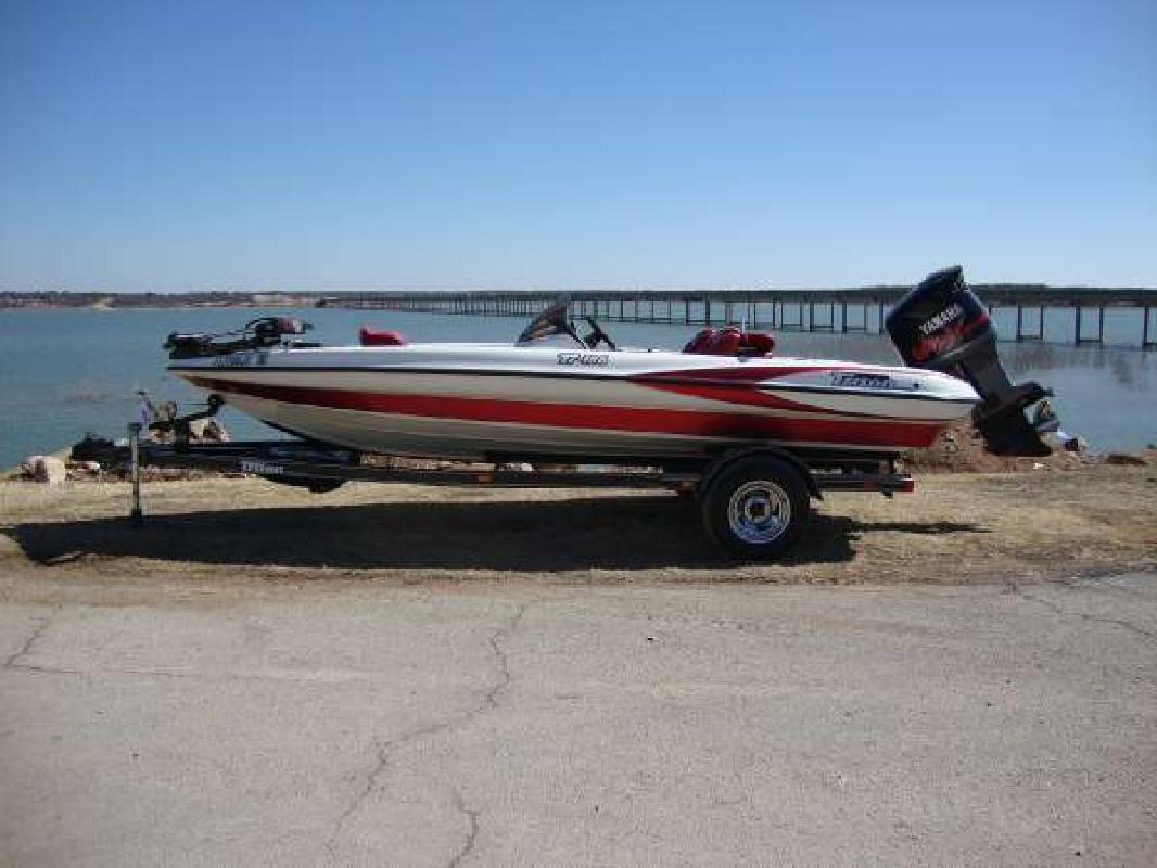2000 18' Triton Boats TR186
