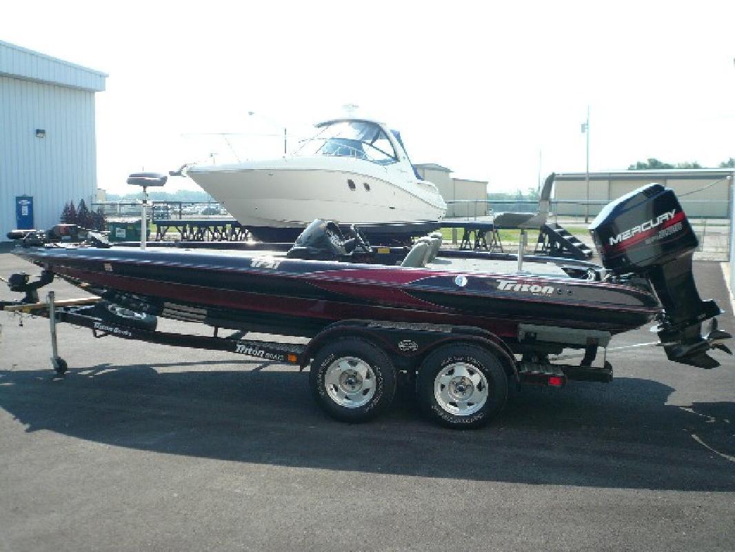 1999 21 39 triton boats tr21 for sale in port clinton ohio. Black Bedroom Furniture Sets. Home Design Ideas