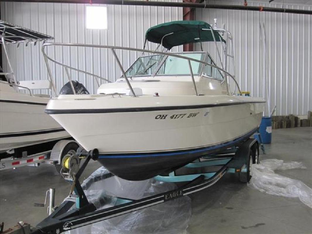 1996 21' Pursuit Boats Walkaround 2150 in Huron, Ohio