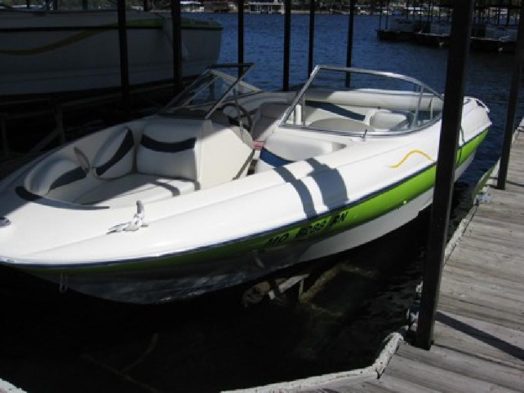 $10,700 2002 Bayliner 215 bowrider sport