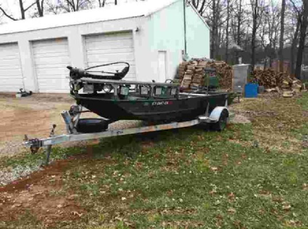 5 500 bow fishing boat brandneburg ky for sale in for Fishing in louisville ky