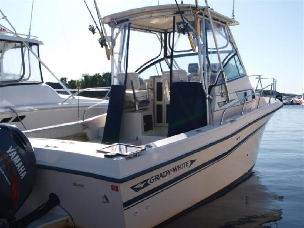 1992 25' Grady-White 252 Sailfish Sport Bridge (New Power in 2001