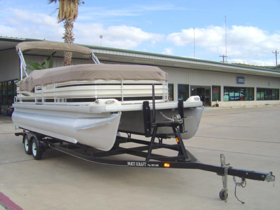 2004 22' Sanpan manufactured by Godfrey Marine 2200FE