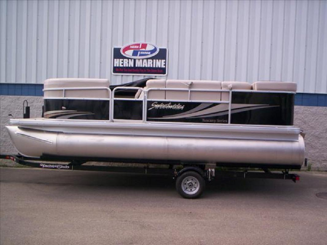 2010 0' Sweetwater manufactured by Godfrey Marine Tuscany-2086