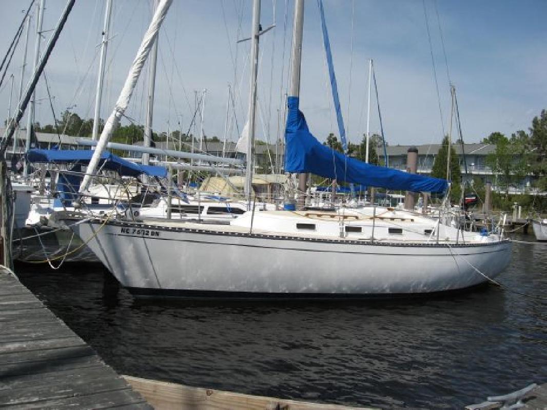 1982 33' Tartan C&C Yachts 30b