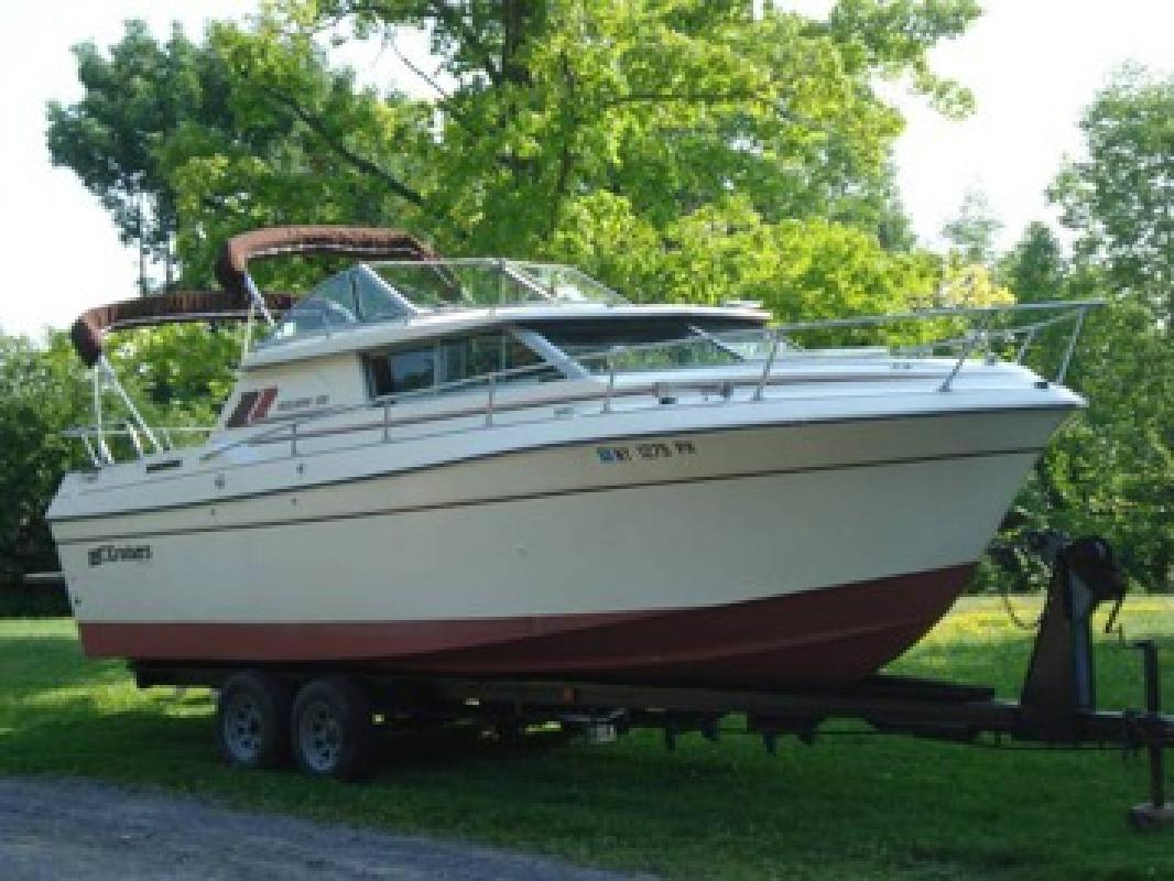 1984 Cruisers Inc. Cabin Cruiser Boat