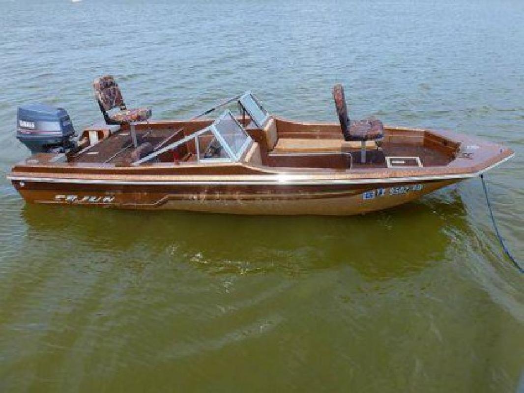 $3,350 1983 16 foot Cajun Bassmaster Fish-N-Ski