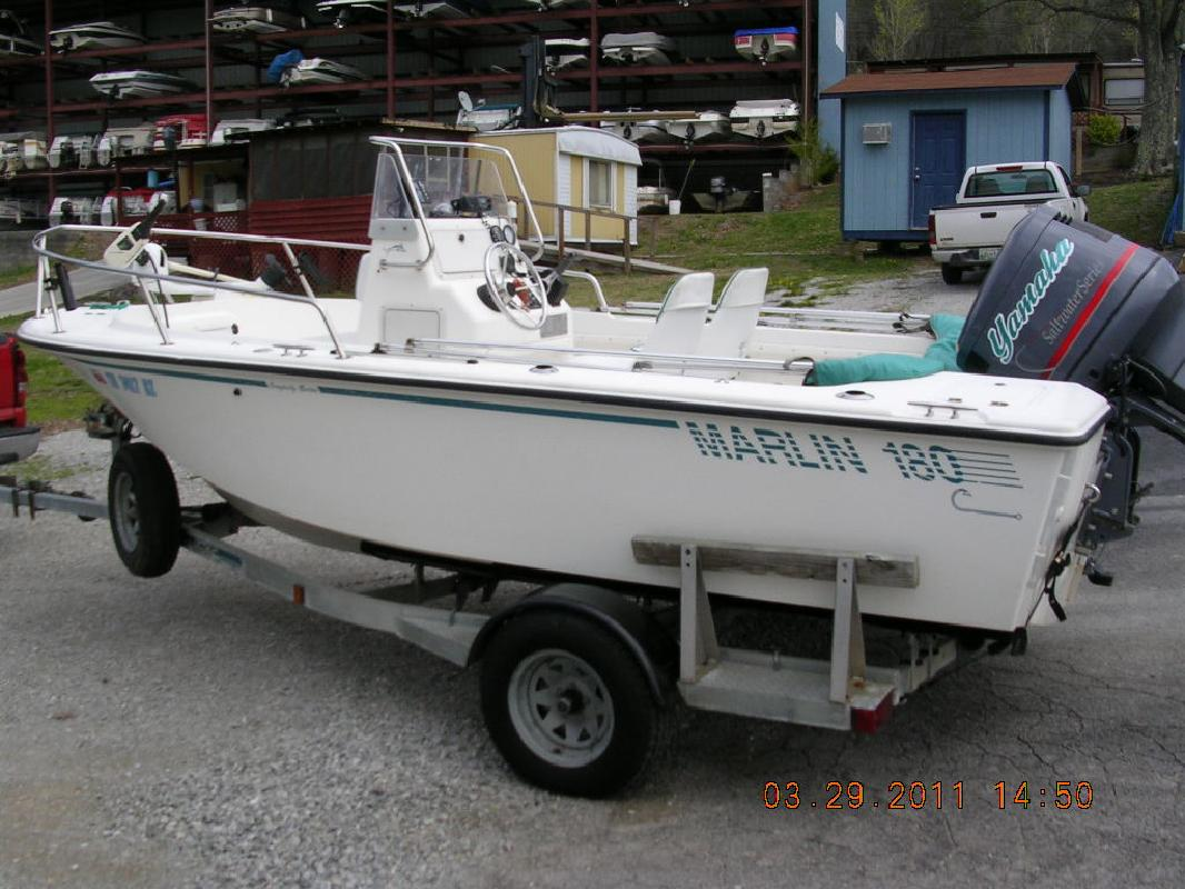 1996 18' Marlin Center Console
