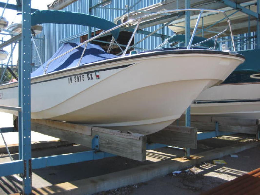 1985 20' Boston Whaler Center Console 20 Outrage for sale in