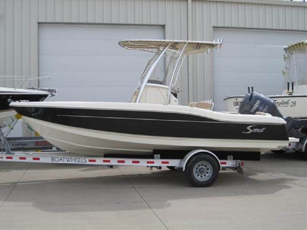 2010 21' Scout Boats Center Console 210 XSF in Huron, Ohio