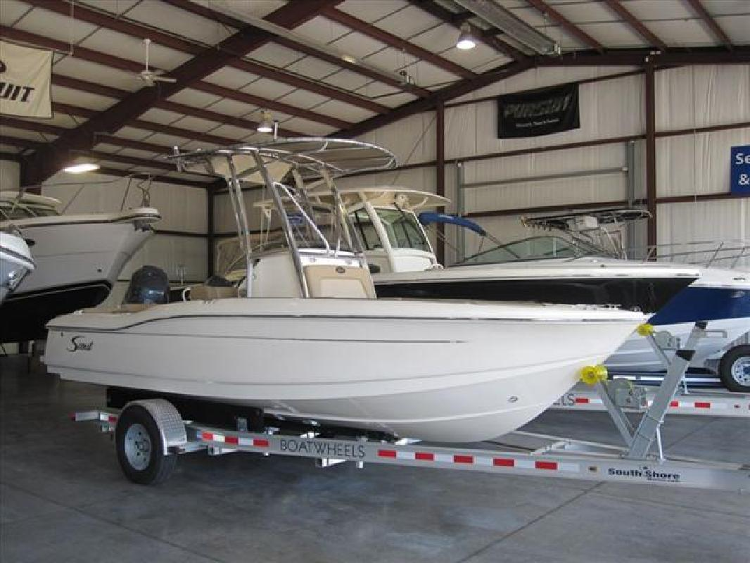 2012 21' Scout Boats Center Console 210 XSF in Huron, Ohio
