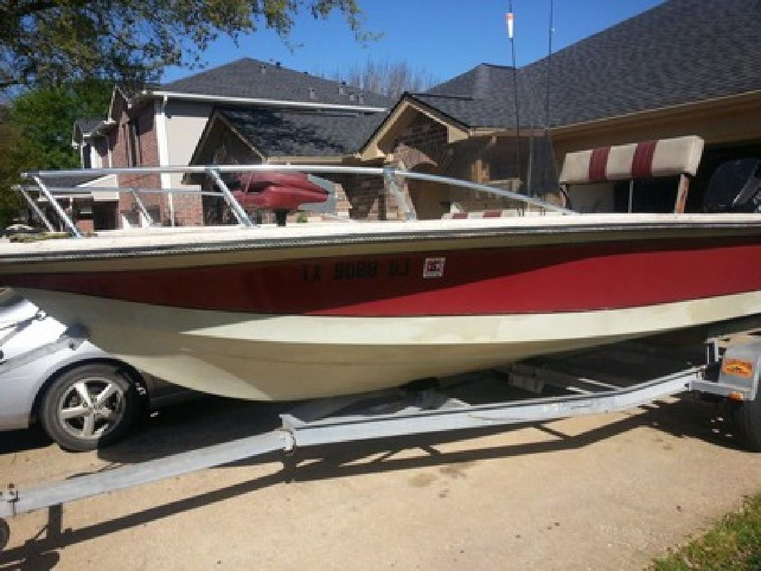 $4,250 1986 18.8 ft cobia center console bay boat