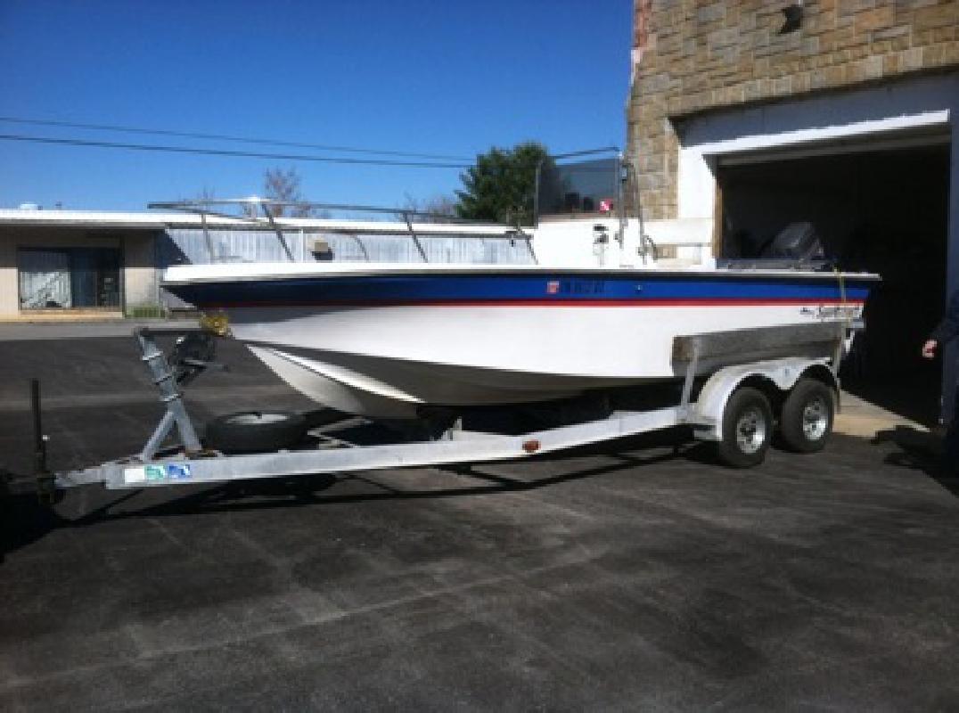 $3,500 OBO 1987 Sportcraft Center console boat