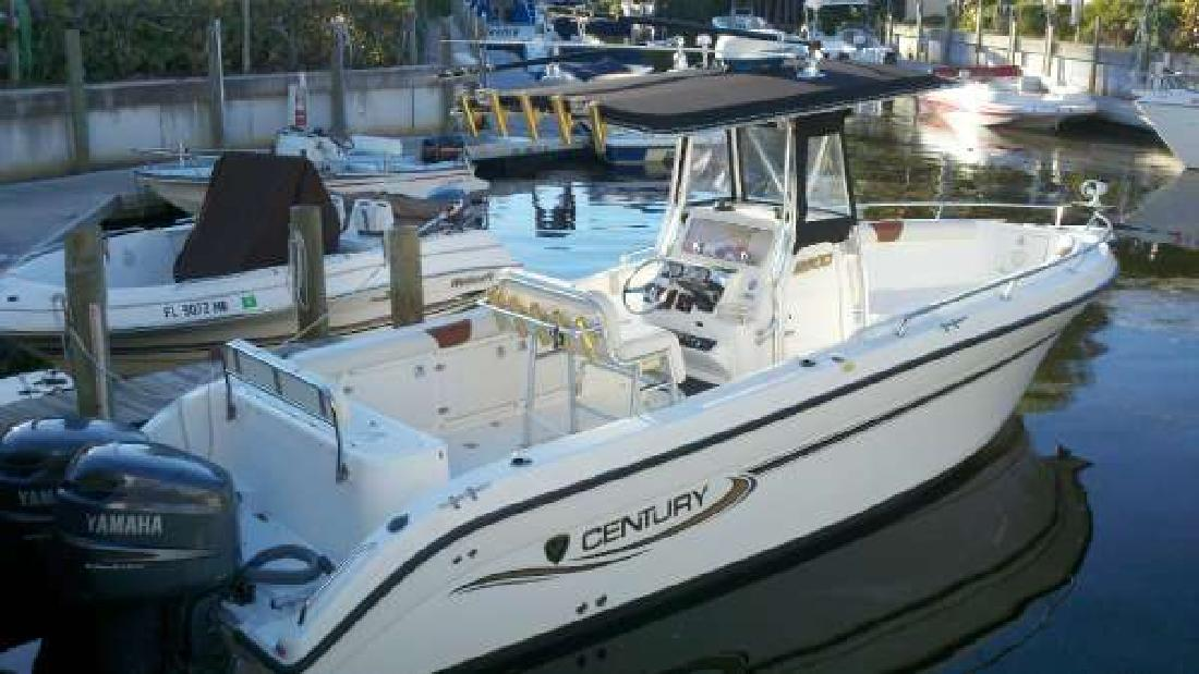 2003 26' Century Boats 2003 CENTURY 2600 CENTER CONSOLE in Naples, Florida