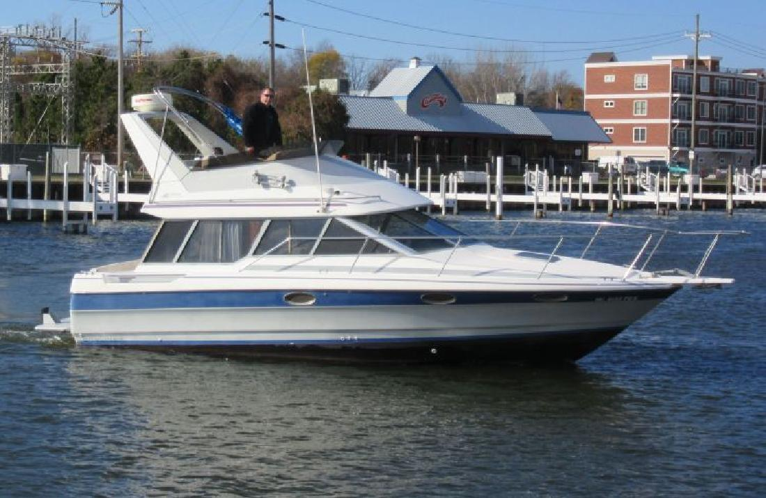 1989 - Bayliner Boats - 2958 Command Bridge in St. Joseph, MI