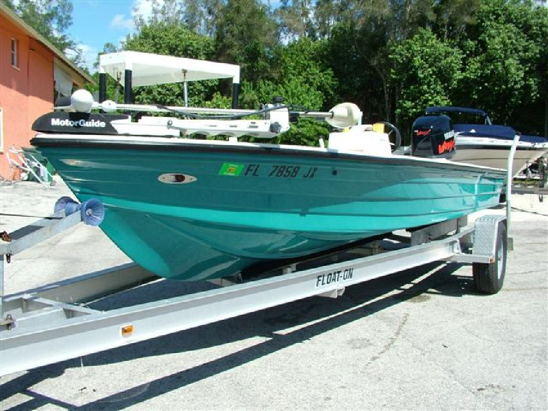 1998 19' Hewes Boat Company 19 Redfisher