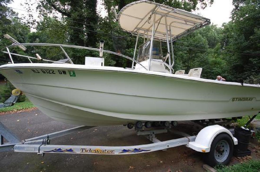 2003 20' Stingray Boat Company 200 MS