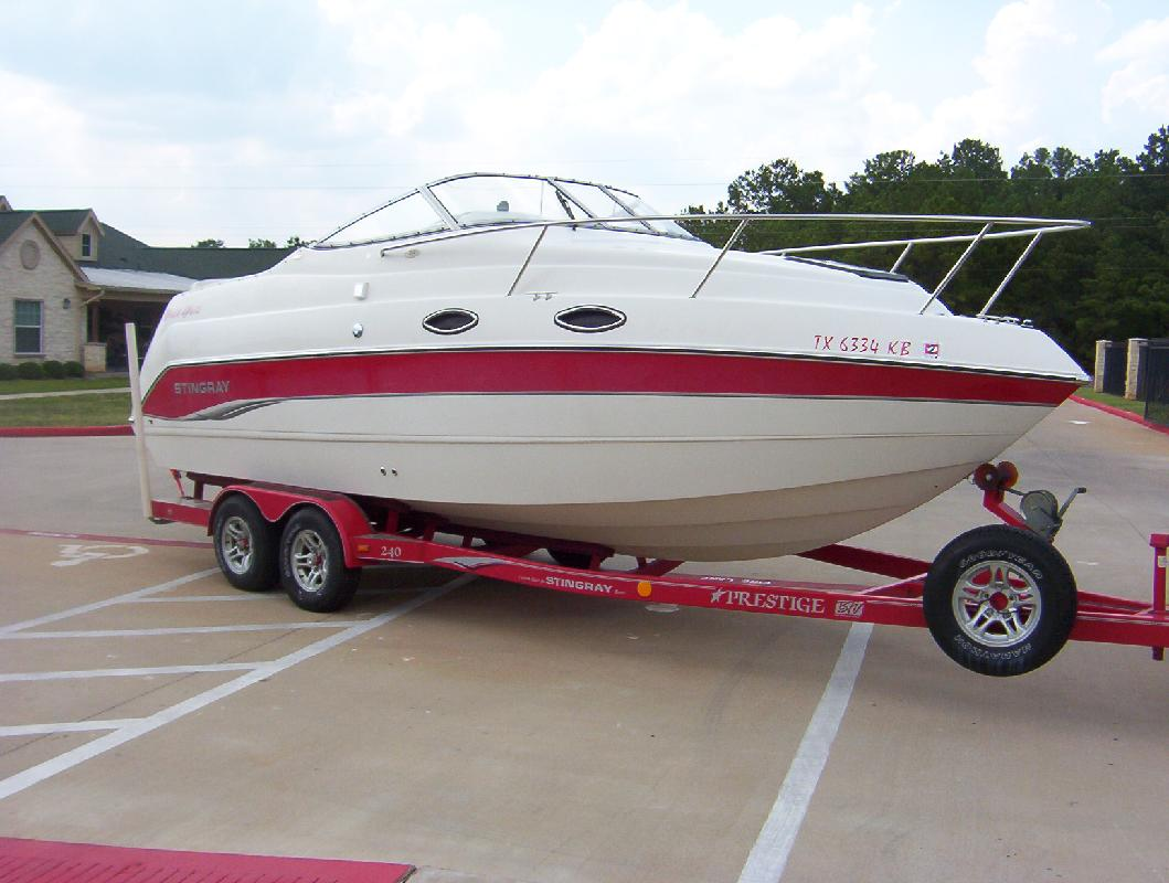 2004 24' Stingray Boat Company 240 CS