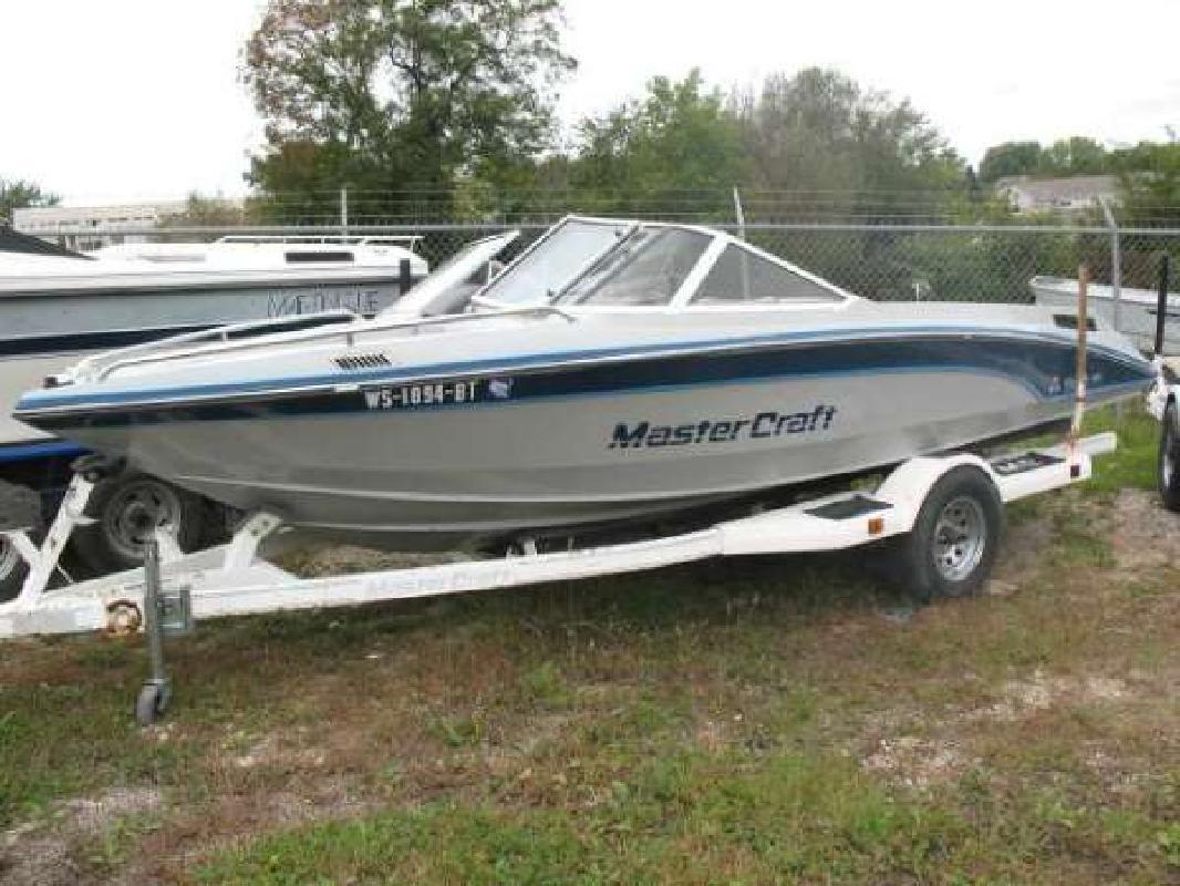 1988 19' MasterCraft Boat Company Tri Star 190
