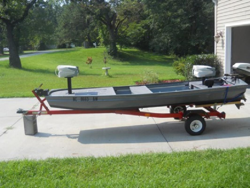$2,500 OBO 12 Ft Jon Boat Completely Redone with Extras