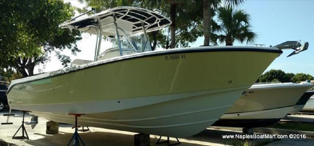 2003 Edgewater Powerboats Center Console 265CC Naples FL