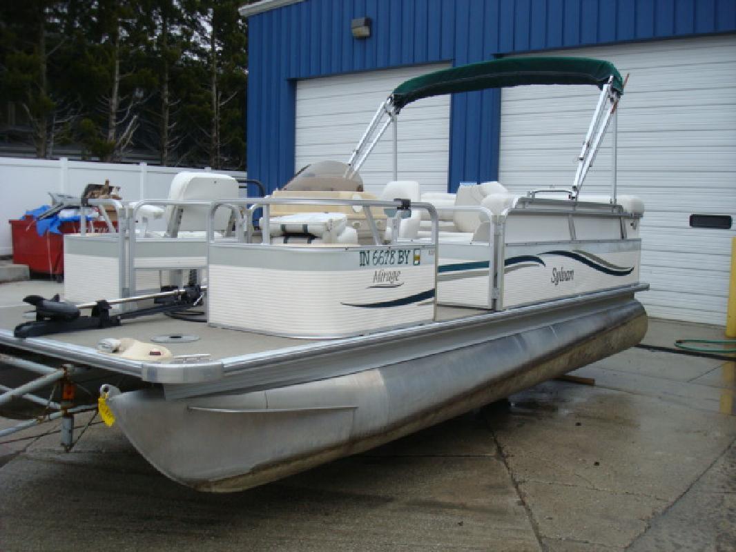 2004 20' Sylvan & Smoker Craft Inc Mirage 820 Fish