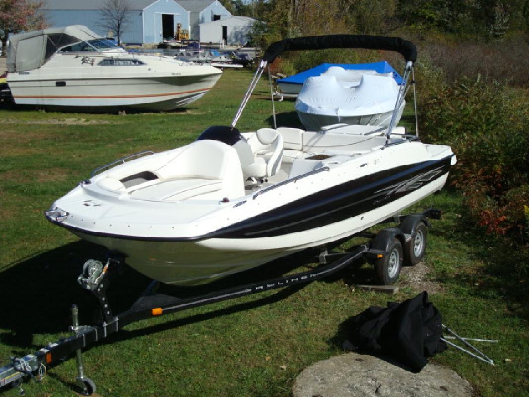 2011 20' Bayliner Deck Boat 217