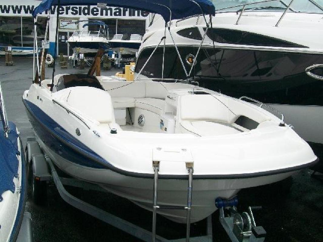 2010 20' Bayliner Deck Boat 217