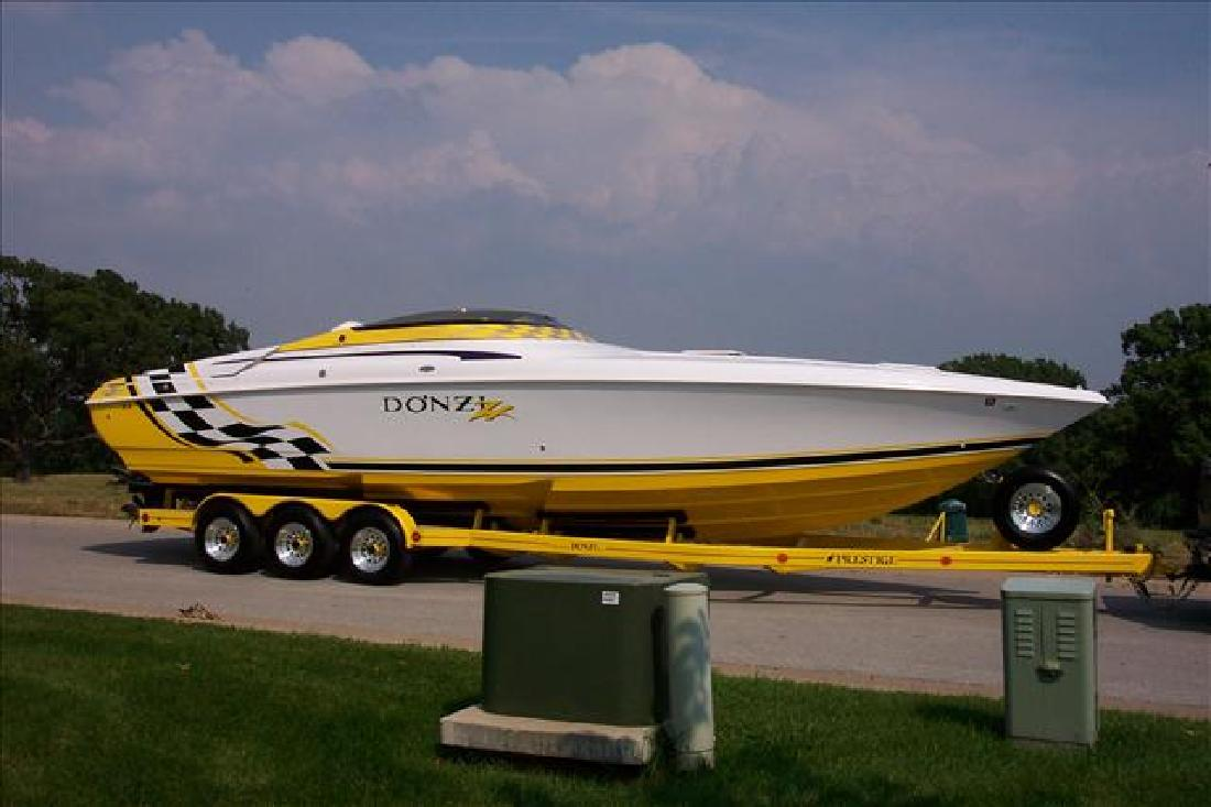 2002 33' Donzi 33ZX for sale in Kimberling City, Missouri