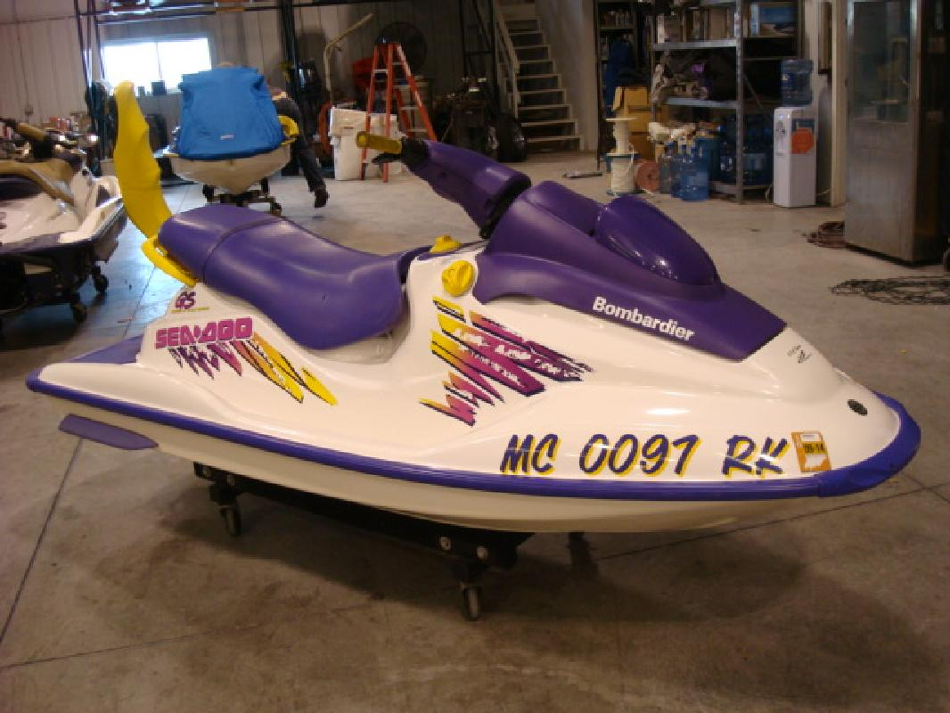 1997 Seadoo GS http://syracuse-in.allboatlistings.com/46567/personal-water-crafts/1997-11-sea-doo-gs-gs_17197210.html