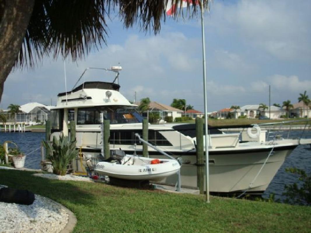 1977 43' Hatteras Yachts Double Cabin Motor Yacht in Punta Gorda, Florida