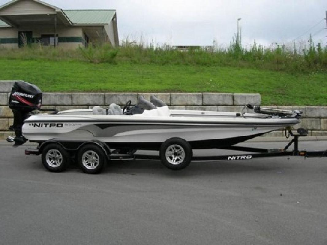 $4,100 2005 NITRO 929 CDX, Dual Console Bass Boat