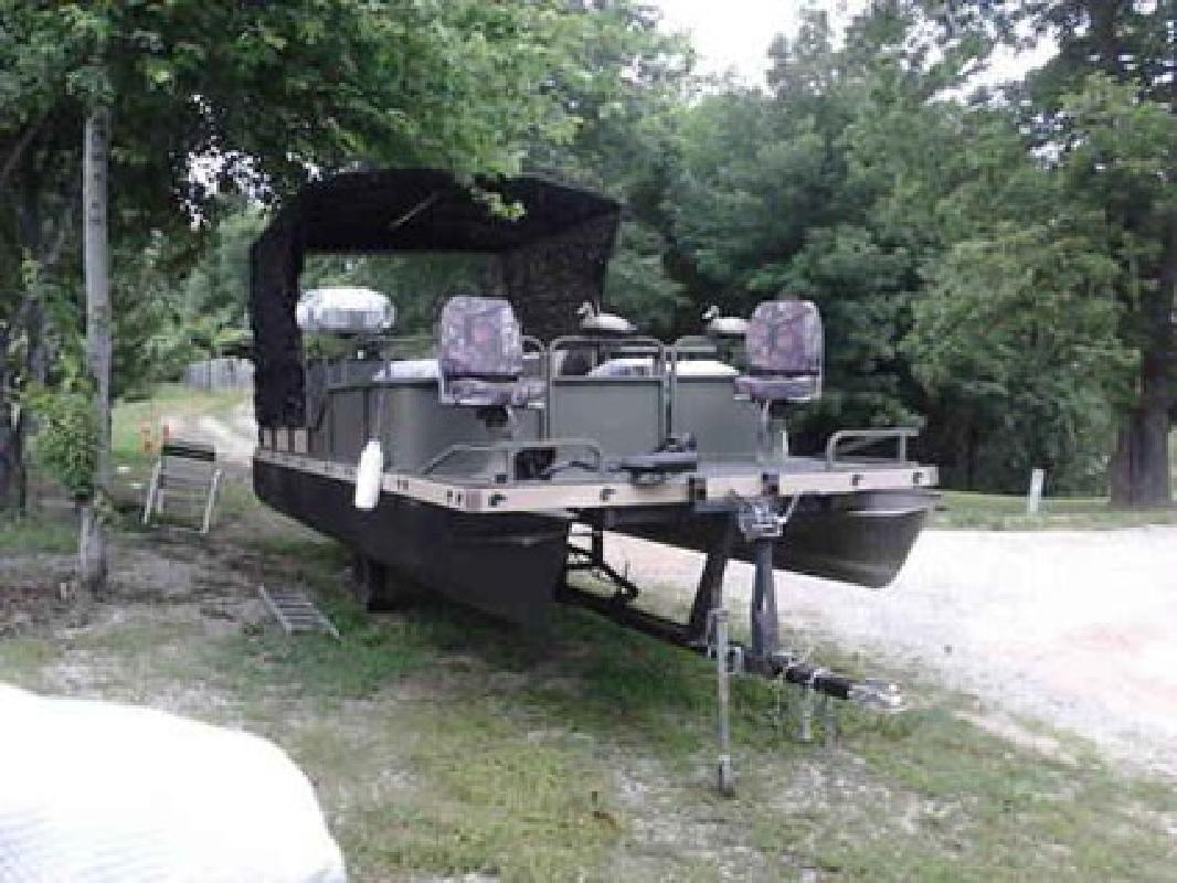 9 950 Lowe 24 Pontoon Duck Boat Camo For Sale In Branson Missouri All Boat Listings Com