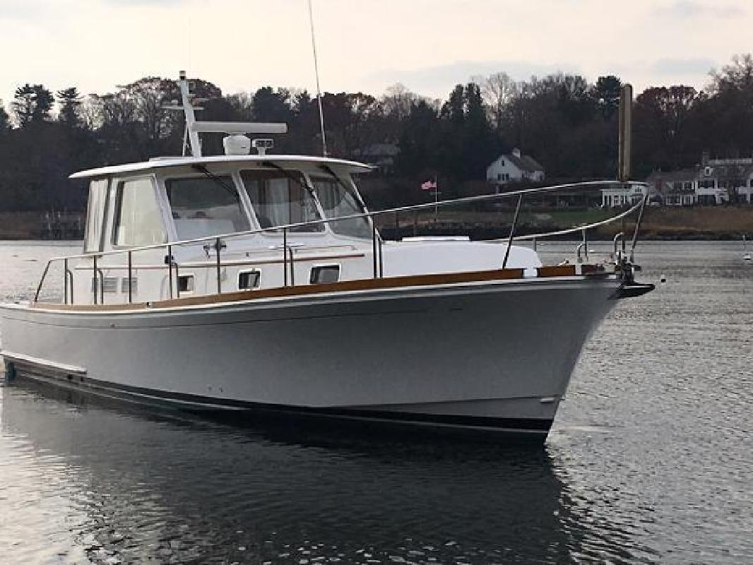 2001 Grand Banks 43 Eastbay EX Greenwich CT