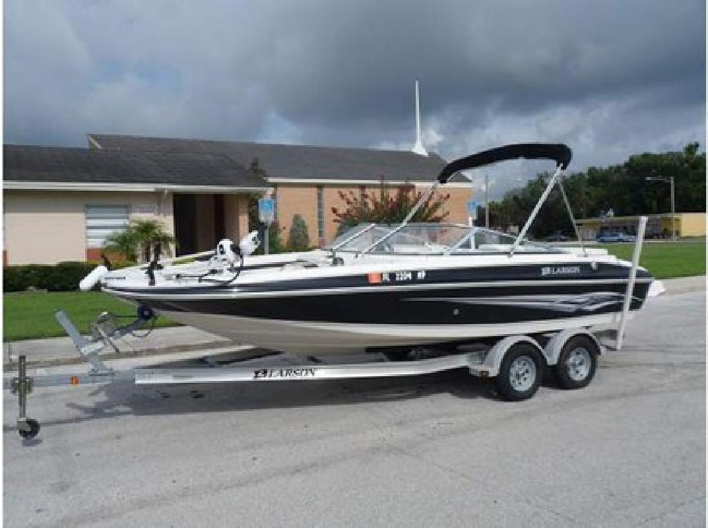 $24,900 2008 Larson 204 Escape Deck Boat
